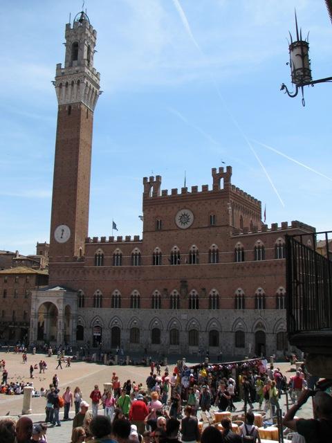 Veduta di Piazza del Campo con la Torre del Mangia ed il Palazzo Pubblico