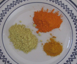 Quercetin powder and two types of curcumin powder